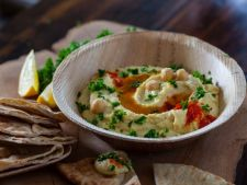 3 retete delicioase de humus, perfecte pentru o masa in familie