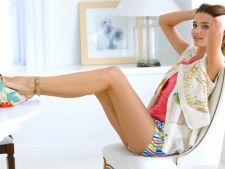 Invata de la Miranda Kerr cum sa te imbraci simplu, dar cu efect