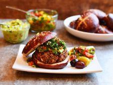 Hamburgeri de pui si de somon, deliciosi si satiosi