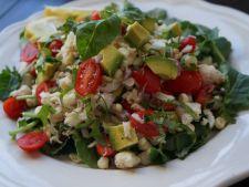 Salata de vara cu porumb, crab si sos aromat