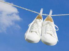 Cum porti tenisii albi. 4 exemple de la vedete