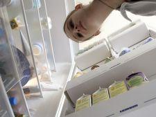 Cum sa cureti rapid frigiderul cu o solutie bio, preparata in cateva minute!