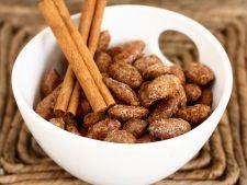 Almond crust in the   sugar cinnamon