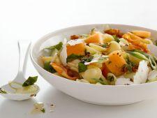 Salata de paste cu pepene galben, un deliciu in timpul verii