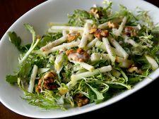 Salata de toamna cu mere, nuci si dressing aromat