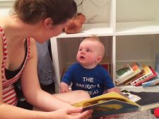 Bebelusul pasionat de literatura! Plange de fiecare data cand termina o carte VIDEO