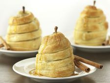 PEAR in the pie dough  , a dessert of exception