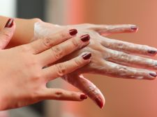 Masca hidratanta pentru maini catifelate in sezonul rece