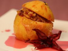 Baked Quince  , the nuts filled with and raisins, a dessert delicious