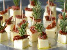 Cuburi de mozzarella marinate, perfecte pentru masa de Sarbatori