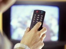 STUDIU Cate ore petrec romanii in fata televizorului