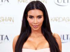 Kim Kardashian, poza incendiara! A pozat goala in copac