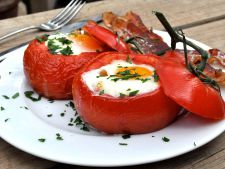 Tomatoes stuffed with the egg  , ideal for a meal quick easy