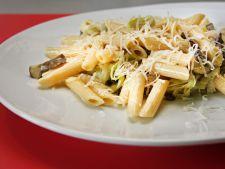 Penne with chicken   and  , mushroom ideal for recipe dinner