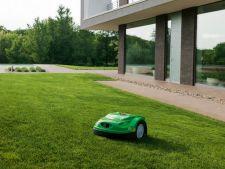 Robotul de tuns iarba adaptat pentru curtile mici