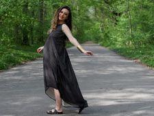 Adela Popescu a lansat o colectie de haine pentru femeile insarcinate. Tu le-ai imbraca?