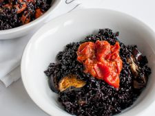 Risotto of rice black with  , baked vegetables a recipe healthy and delicious