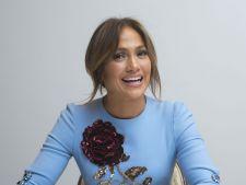 Cum arata Jennifer Lopez in costum de baie la 46 de ani