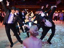 Trend Alert! Dansuri de inspiratie retro-vintage, pentru nuntile tematice