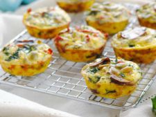 Small breakfast fast healthy  : the egg muffins in the bacon