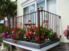 Brilliant ideas   for fitting a little balcony