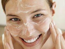 Exfoliantul din doar doua ingrediente care face minuni pentru pielea ta, in timpul verii