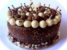 Tort delicios cu ciocolata si nuca pentru Sfanta Maria