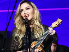 Madonna are gemene! Prima imagine cu fetitele