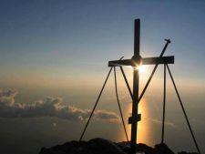 Expertul Acasa.ro, Protosinghel Isaia: 20 de sfaturi pentru a ne purta crucea, alaturi de Hristos
