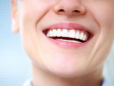 Expertul Acasa.ro, dr Bilal Takouzli, medic stomatolog: Gingivita - primul semn ca dintii tai nu fac bine deloc