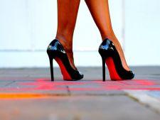 Invata cum sa mergi elegant pe tocuri. 6 secrete de la top modele