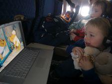 4 trucuri pentru a face zborul mai placut pentru copii