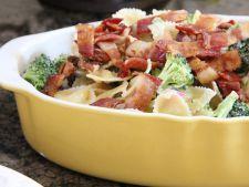 Salata de toamna cu paste, broccoli si bacon
