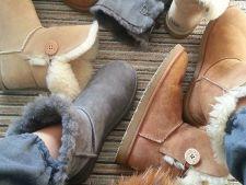 Inca sunt in mare voga cizmele pufoase tip UGG