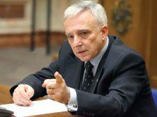 """Mugur Isarescu, dupa ce legea conversiei creditelor a fost adoptata: """"Un paradox"""""""