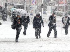 Ninge in Romania. Drumuri inchise din cauza viscolului