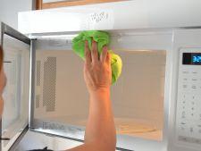 Solutia naturala ce te ajuta sa cureti rapid cuptorul cu microunde