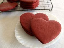 Biscuiti Red Velvet in forma de inimoara, perfecti pentru Valentine`s Day