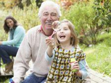 Ce cadouri poti sa le oferi bunicilor tai