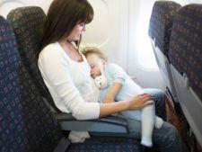 Zborul cu avionul: De ce este important sa alaptezi copilul in timpul decolarii