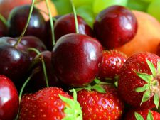 Iunie, luna in care se coc cele mai gustoase fructe! Cand le poti culege si cum sa le pastrezi timp indelungat