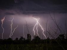Ghid de supravietuire pe timp de furtuna! Cum te feresti de fulgere