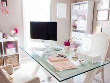 Lucrezi de acasa? 5 lucruri care nu trebuie sa-ti lipseasca pentru a obtine un spatiu de lucru confortabil