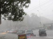 Furtunile au facut prapad in tara! Ploile continua! Avertizare de vreme rea
