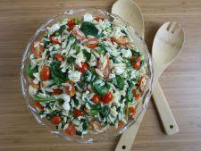 Salata de pui cu orzo si branza de capra, perfecta pentru zilele de vara