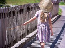 Cum iti imbraci copilul vara
