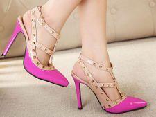 Farmeca toate privirile cu pantofi stiletto memorabili