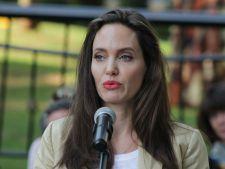 """Divortul de Brad Pitt a marcat-o profund. Angelina Jolie: """"Am suferit de paralizie faciala"""""""