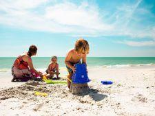 Pleci in vacanta cu copiii? Cum te asiguri ca nu-i pierzi pe plaja sau in aglomeratie
