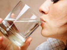 De ce este bine sa bei apa calda